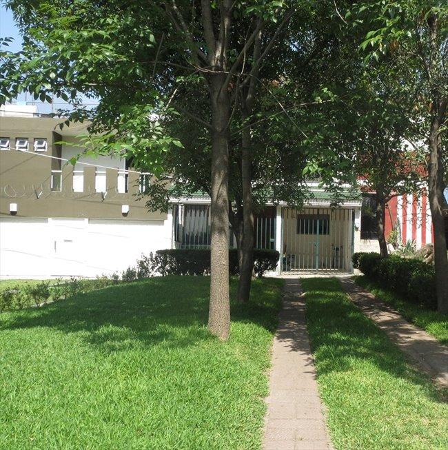 Cuartos en Renta - Guadalajara - Casa para estudiantes (MUJERES) colinas de la normal   CompartoDepa - Image 1
