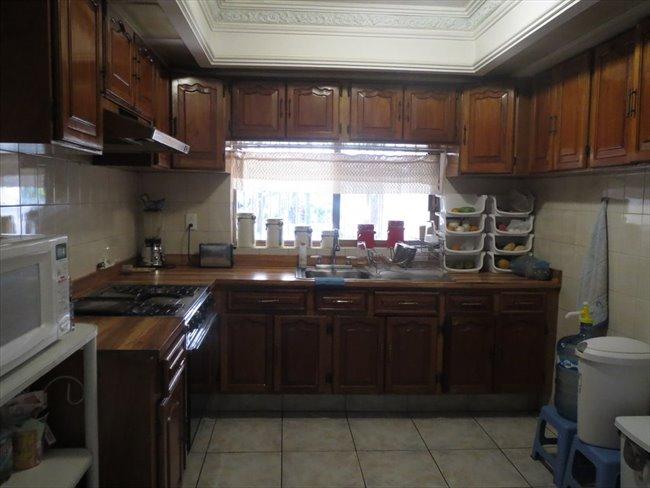 Cuartos en Renta - Guadalajara - Casa para estudiantes (MUJERES) colinas de la normal   CompartoDepa - Image 3