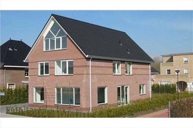 Kamers te huur in Lelystad - Luxe ruime kamer 25 m2 in vrijstaande woning | EasyKamer - Image 1