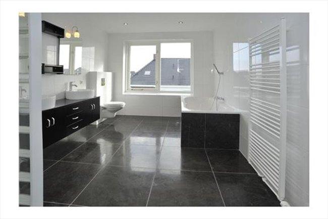 Luxe ruime kamer 25 m2 in vrijstaande woning -  - Image 3