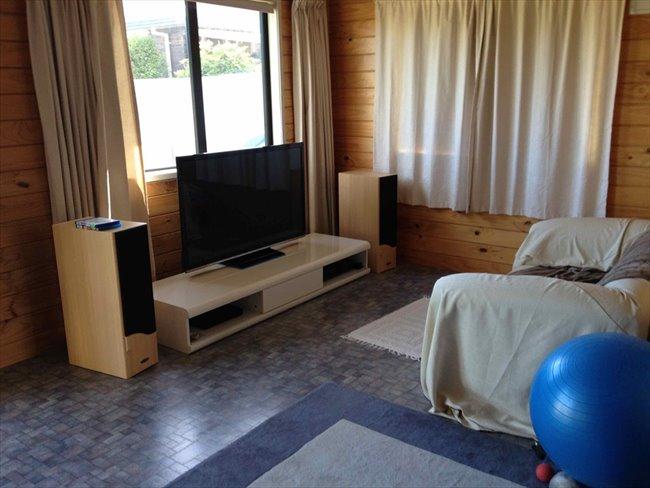 Room to rent in Invercargill - Quite mature flatmates welcome - Image 2