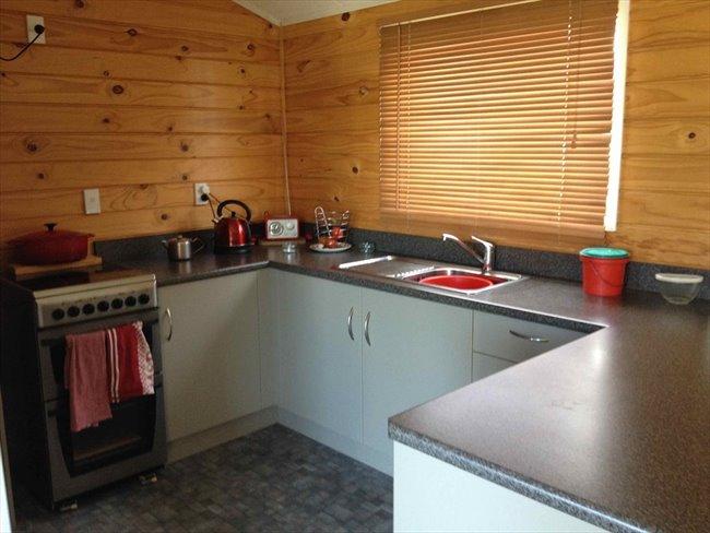 Room to rent in Invercargill - Quite mature flatmates welcome - Image 3