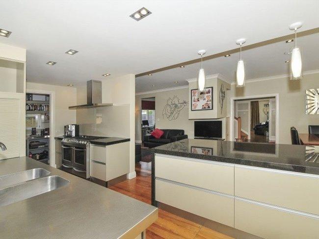 Flatshare - Wellington - 5 bedroom house with 3 bathrooms | EasyRoommate - Image 5