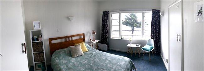 Flatshare - Wellington - Oriental Bay deco beachside apartment | EasyRoommate - Image 1