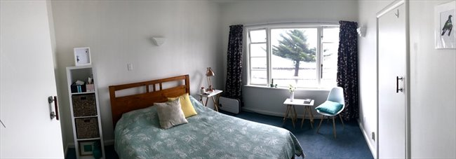 Room to rent in Wellington - Oriental Bay deco beachside apartment - Image 1