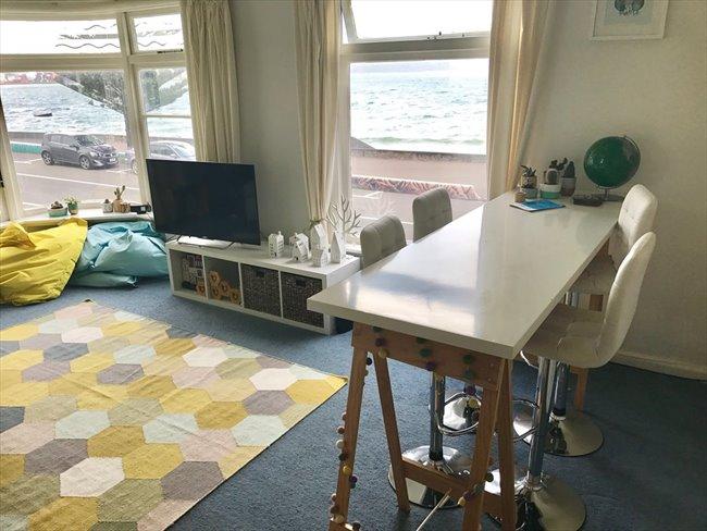 Flatshare - Wellington - Oriental Bay deco beachside apartment | EasyRoommate - Image 3