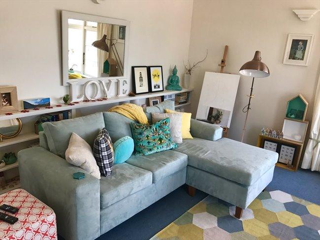 Flatshare - Wellington - Oriental Bay deco beachside apartment | EasyRoommate - Image 5