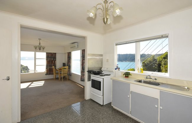 Flatshare - Wellington - Sunny Large, North Facing Room with BreathTaking Views   EasyRoommate - Image 2
