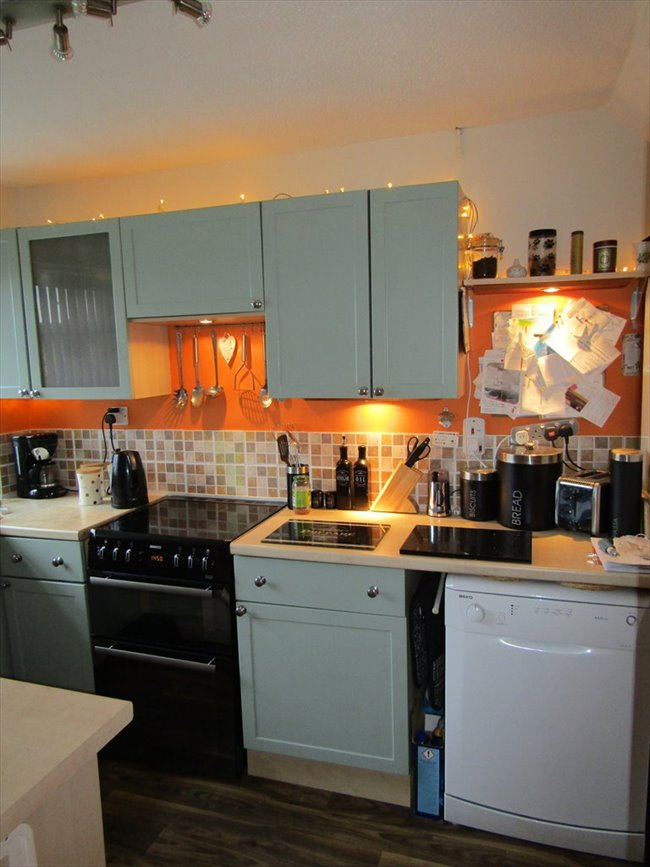 Room to rent in Fishponds - Cosy Fully furnished Double Room, with satelite TV box. - Image 1