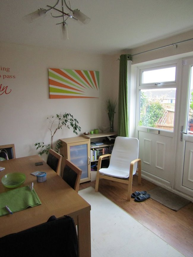 Room to rent in Fishponds - Cosy Fully furnished Double Room, with satelite TV box. - Image 2