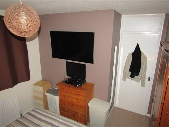 Room to rent in Fishponds - Cosy Fully furnished Double Room, with satelite TV box. - Image 5