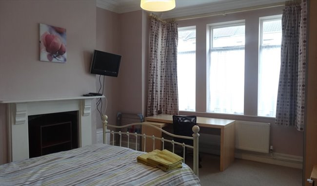 Room to rent in Rugby - Superb large room close to the town centre - Image 1