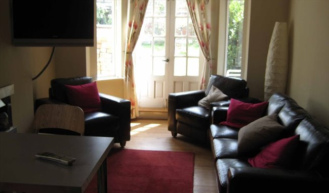 Room to rent in Rugby - Superb large room close to the town centre - Image 4