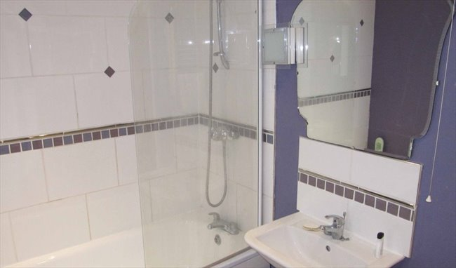 Room to rent in Rugby - Superb large room close to the town centre - Image 6