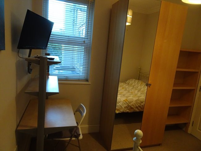 Room to rent in Rugby - Superb ensuite double  room (single occupancy) central Rugby - Image 7