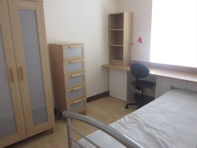 Room to rent in Lenton - STUDENT ROOMS CLOSE TO JUBILEE CAMPUS - Image 1