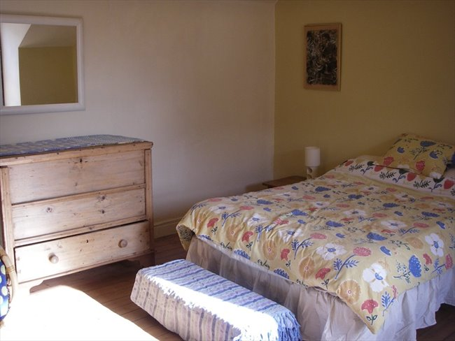 Flatshare - Old Basford - Spacious furnished attic room in Victorian house | EasyRoommate - Image 1