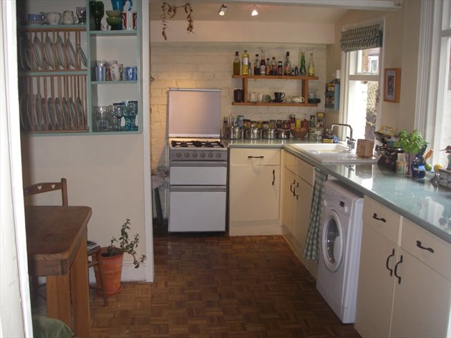 Flatshare - Old Basford - Spacious furnished attic room in Victorian house | EasyRoommate - Image 2