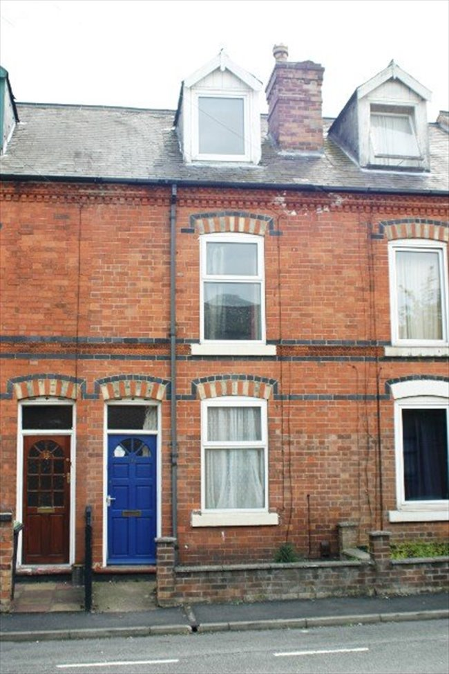 Room to rent in Lenton Abbey - DOUBLE BED AVAILABLE IN STUDENT HOUSE IN BEESTON - Image 2