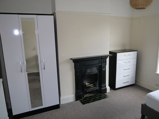 Room to rent in Lenton Abbey - DOUBLE BED AVAILABLE IN STUDENT HOUSE IN BEESTON - Image 8