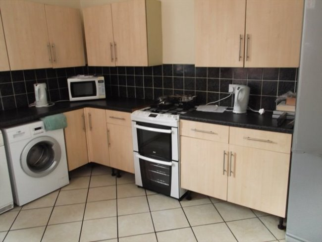 Room to rent in Sharrow - SUPERIOR SHARED ACCOMMODATION - Image 1