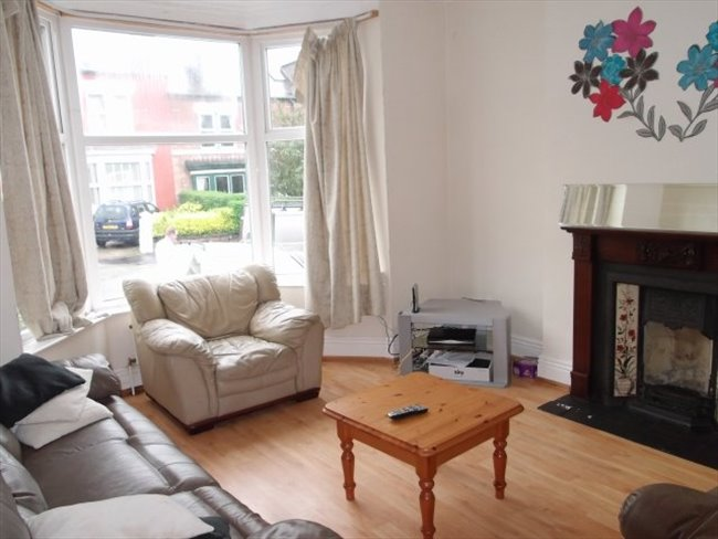 Room to rent in Sharrow - SUPERIOR SHARED ACCOMMODATION - Image 3