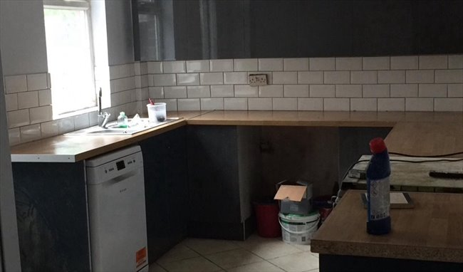 Room to rent in Banner Cross - Superior shared accommodation - Image 1
