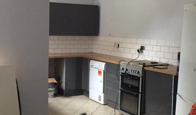 Room to rent in Banner Cross - Superior shared accommodation - Image 2