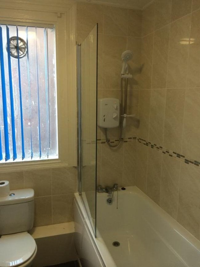 Room to rent in Kensington - Large Ensuite Double Room - with Free Gym! - Image 8