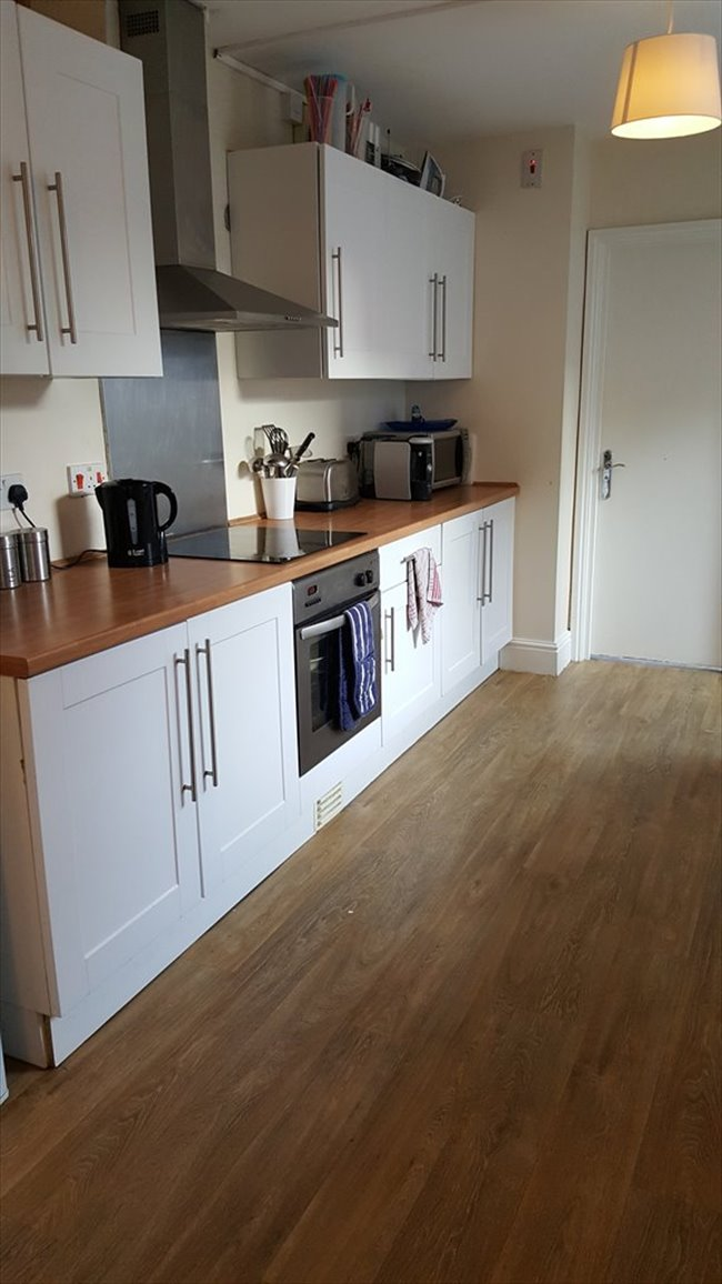Room to rent in Fishponds - LARGE DOUBLE BEDROOM IN DOWNEND IN GREAT LOCATION - Image 1