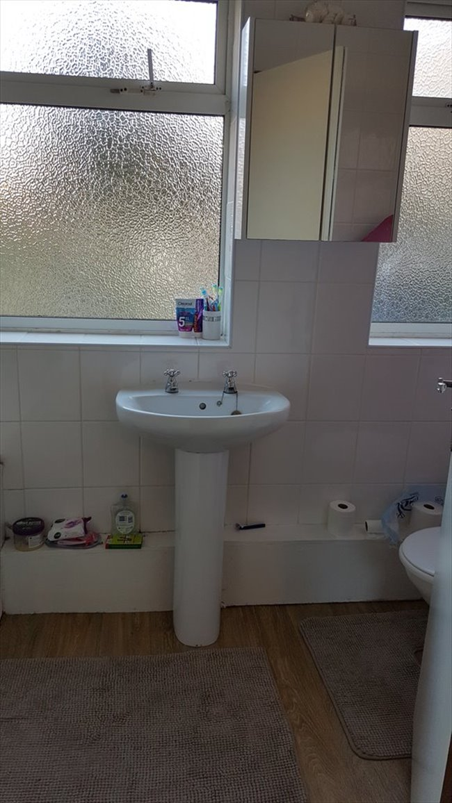 Room to rent in Fishponds - LARGE DOUBLE BEDROOM IN DOWNEND IN GREAT LOCATION - Image 2
