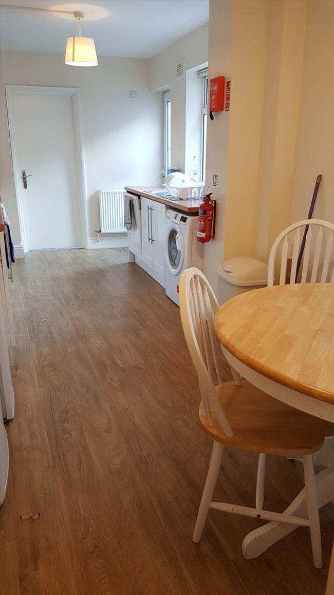 Room to rent in Fishponds - LARGE DOUBLE BEDROOM IN DOWNEND IN GREAT LOCATION - Image 3
