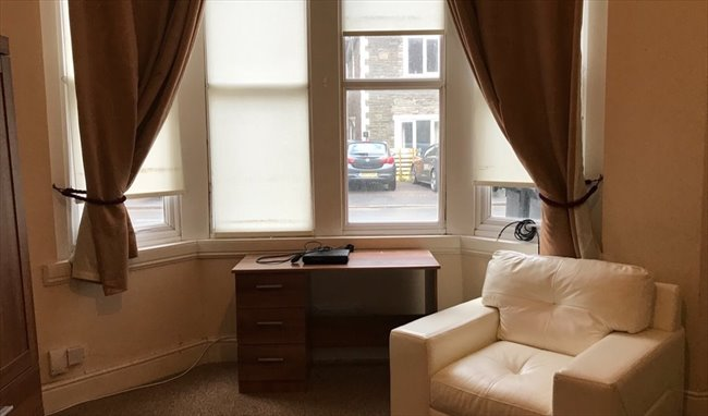 Room to rent in Fishponds - LARGE DOUBLE BEDROOM IN DOWNEND IN GREAT LOCATION - Image 4