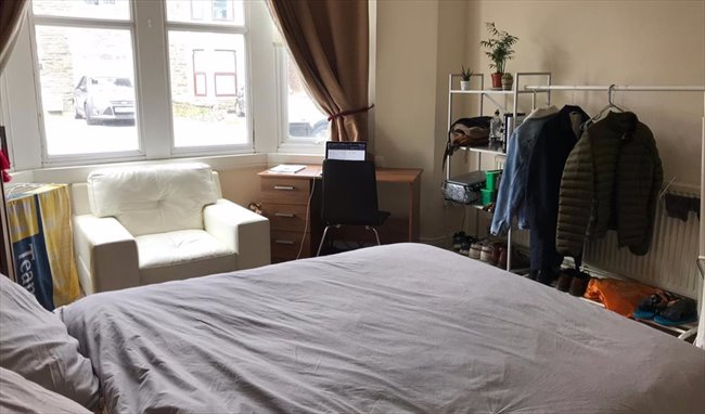 Room to rent in Fishponds - LARGE DOUBLE BEDROOM IN DOWNEND IN GREAT LOCATION - Image 8
