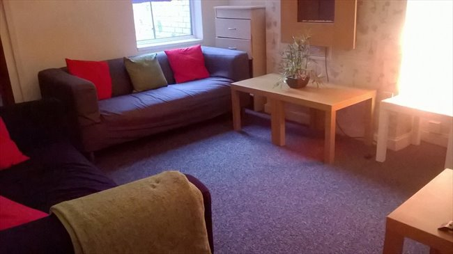 Room to rent in Wolverhampton - JULY 17 - 4 Bedroom House not far from Uni - Image 1