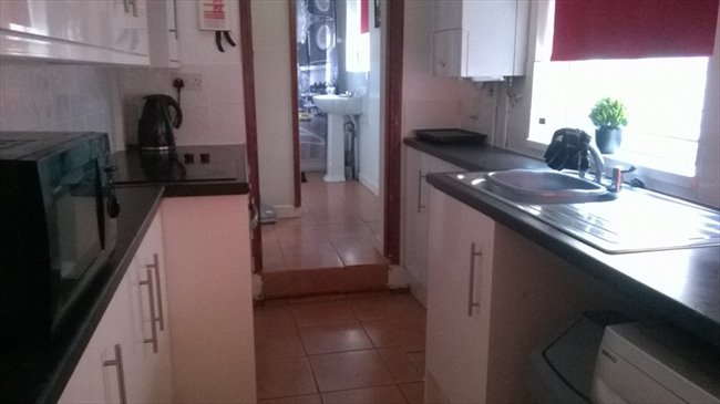 Room to rent in Wolverhampton - JULY 17 - 4 Bedroom House not far from Uni - Image 5