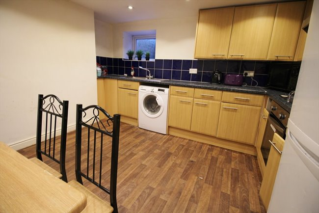 Room to rent in Headingley - Fantastic professional house share in Headingley £395pcm including bills - Image 1