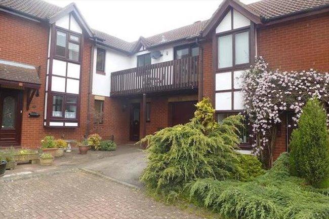 Flatshare Blue Bridge Double Room And Your Own Living Room Bluebridge Milton Keynes