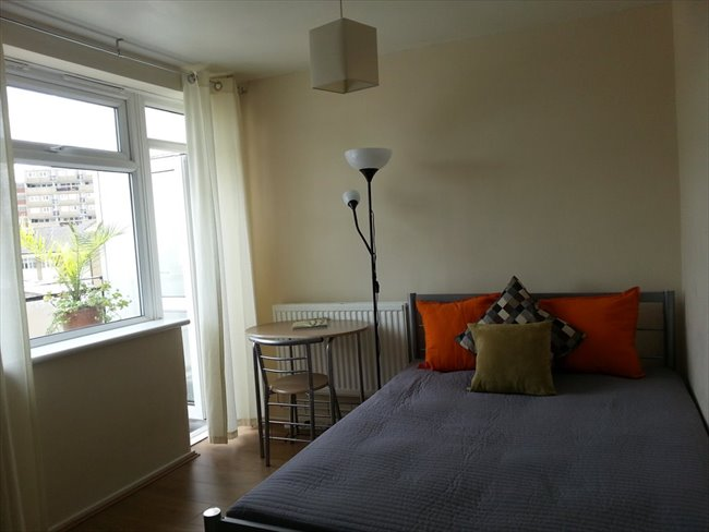 Room to rent in Cubitt Town - A double room with a private balcony in Canary Wharf/South Quay, E14 (ZONE2) - Image 1