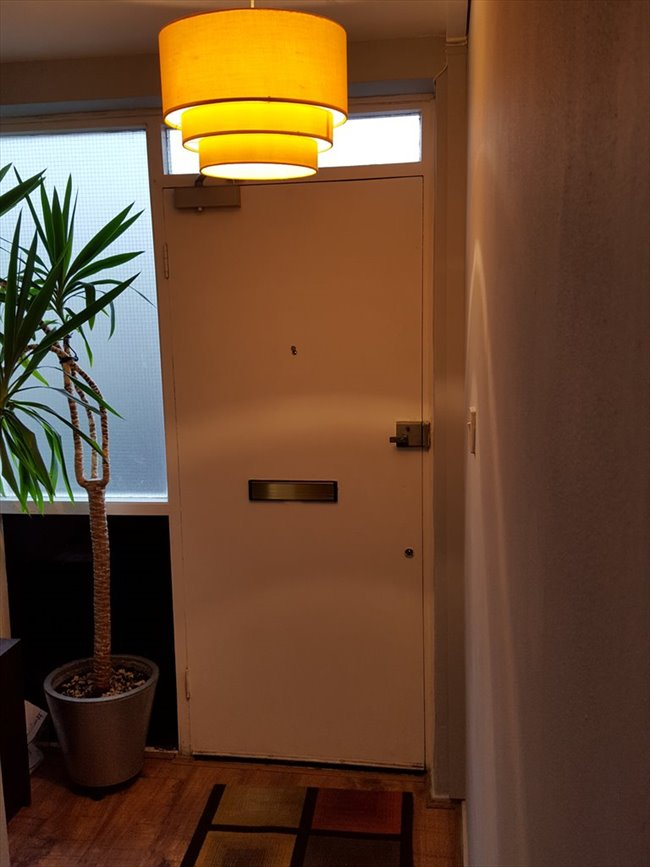 Room to rent in Cubitt Town - A double room with a private balcony in Canary Wharf/South Quay, E14 (ZONE2) - Image 6