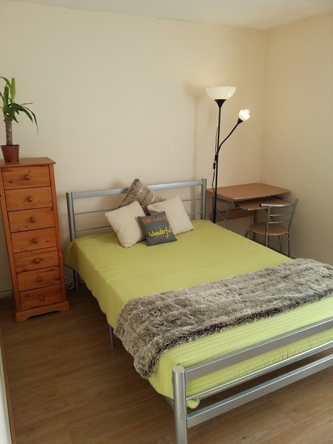 Room to rent in Cubitt Town - A double room with a private balcony in Canary Wharf/South Quay, E14 (ZONE2) - Image 7