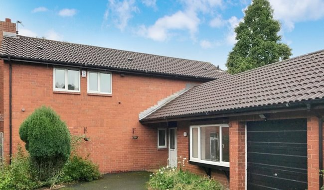 Room to rent in Warrington - Rooms in Birchwood, Warrington from £180PCM - Image 1
