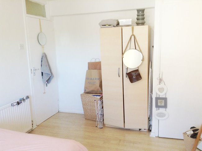 Room to rent in Stratford - Room very close to Stratford station / Westfield - Image 1