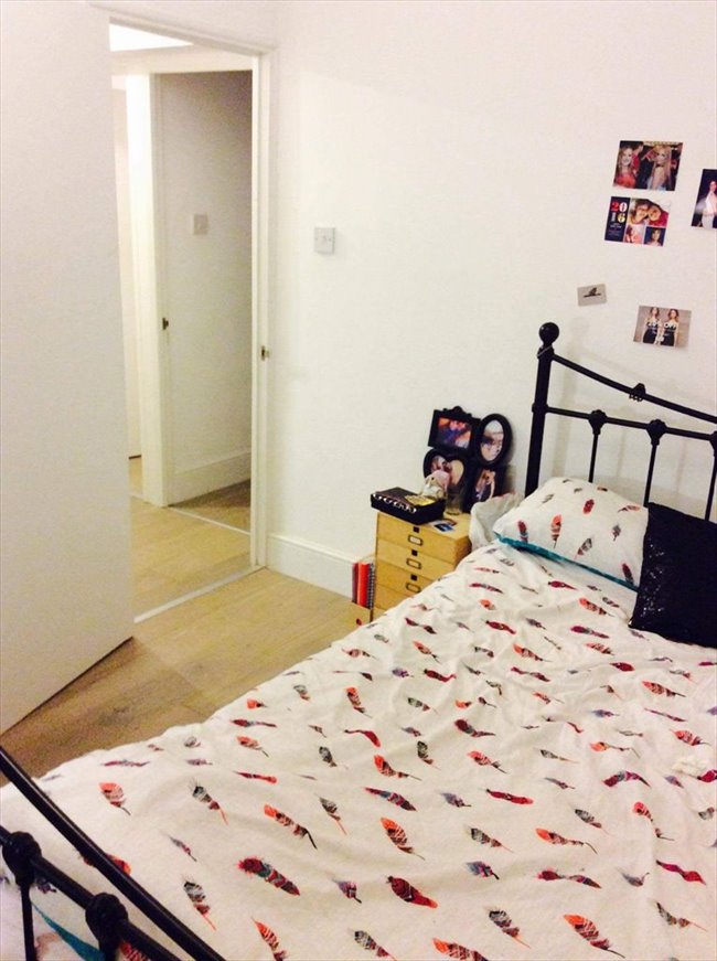 Room to rent in Poplar - Newly refurbished flat near Canary Wharf  - Image 1