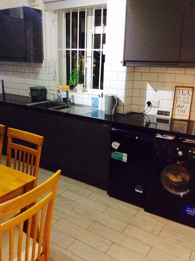 Room to rent in Poplar - Newly refurbished flat near Canary Wharf  - Image 6