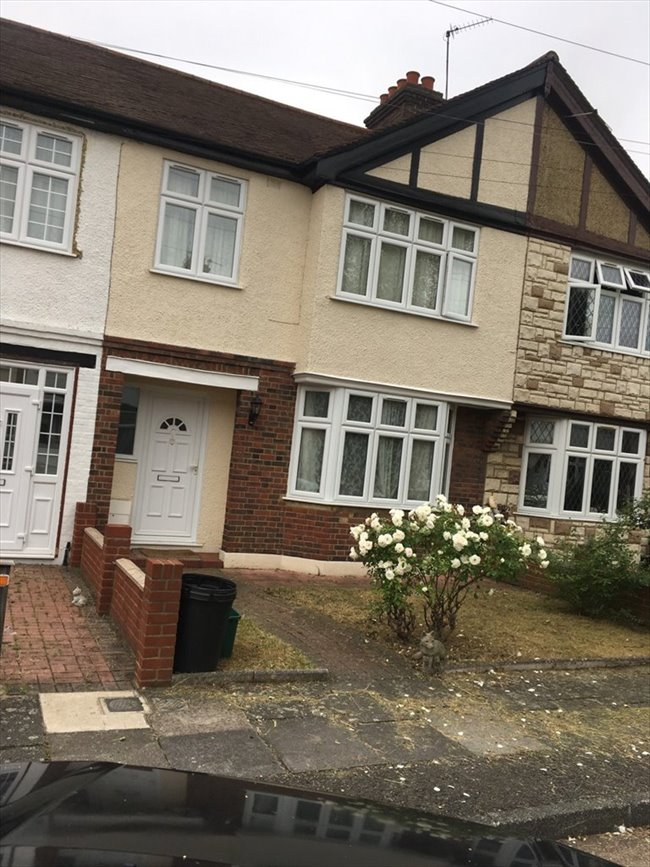 Room to rent in Tooting - 2 Double Rooms Available near Mitcham Eastfield  - Image 2