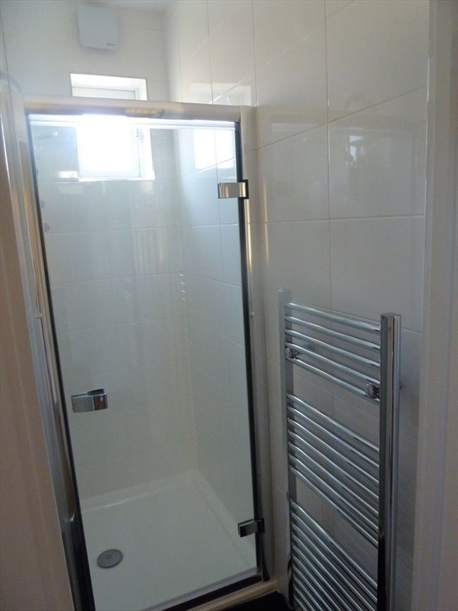 Room to rent in Tooting - 2 Double Rooms Available near Mitcham Eastfield  - Image 4