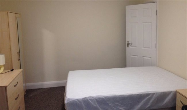 Room to rent in Tooting - 2 Double Rooms Available near Mitcham Eastfield  - Image 7