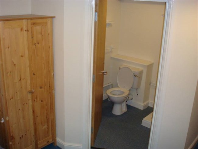 Room to rent in Netherthorpe - EN-SUITE ROOM- 3 MINUTES TO THE DIAMOND BUILDING AND 5 MINUTES TO WEST STREET - Image 3