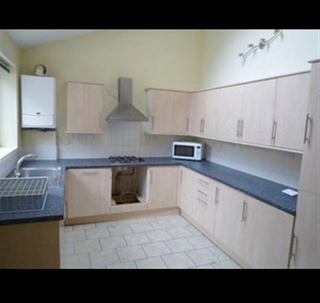 Room to rent in Lenton - Double bed room available for 2017/2018 perfect for students - Image 4